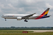 Boeing 777-200ER - HL7700 operated by Asiana Airlines