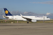 Airbus A320-214 - D-AIUI operated by Lufthansa