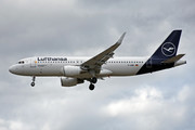 Airbus A320-214 - D-AIWH operated by Lufthansa