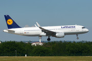 Airbus A320-214 - D-AIUT operated by Lufthansa
