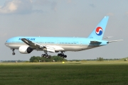Boeing 777-200ER - HL7526  operated by Korean Air