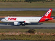 Airbus A320-232 - PT-MZV operated by TAM Linhas Aéreas