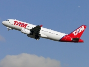 Airbus A320-232 - PT-MZT operated by TAM Linhas Aéreas