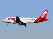 Airbus A320-232 - PT-MZL operated by TAM Linhas Aéreas