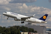 Airbus A320-214 - D-AIZV operated by Lufthansa