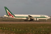 Boeing 777-200ER - EI-ISE operated by Alitalia
