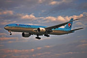Korean Air Boeing 777-300ER - HL8275