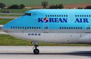 Boeing 747-400 - HL7490 operated by Korean Air