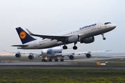 Airbus A320-214 - D-AIUE operated by Lufthansa