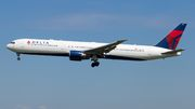 Boeing 767-400ER - N829MH operated by Delta Air Lines