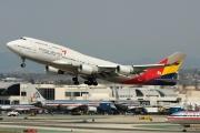 Boeing 747-400 - HL7428 operated by Asiana Airlines