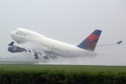 Boeing 747-400 - N665US operated by Delta Air Lines