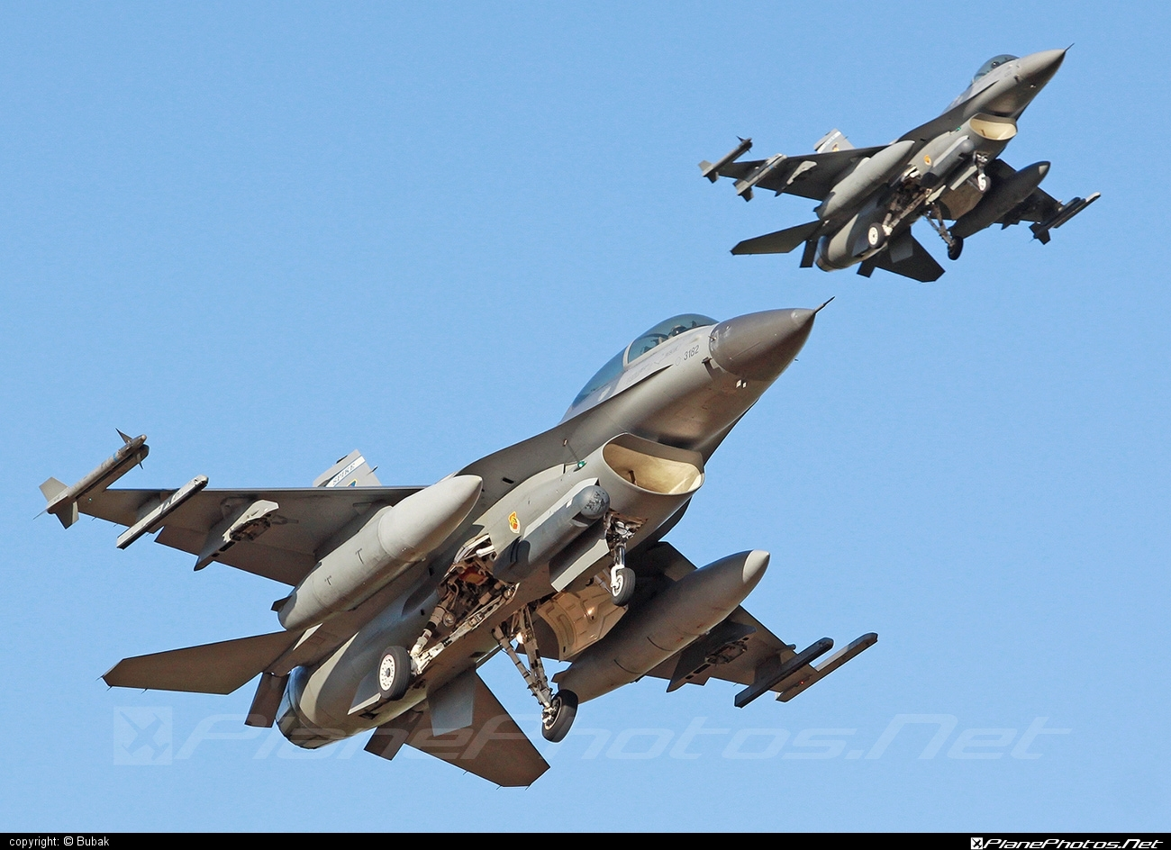 General Dynamics F-16D Fighting Falcon - 83-1182 operated by US Air Force (USAF) #f16 #f16d #fightingfalcon #generaldynamics #usaf #usairforce