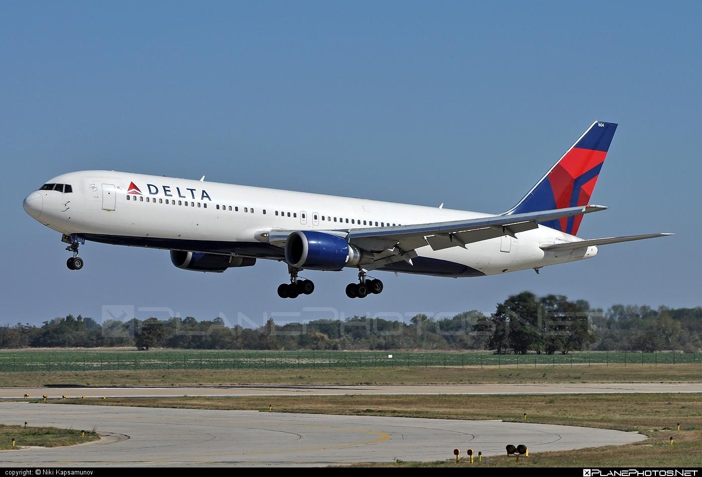 Boeing 767-300ER - N1604R operated by Delta Air Lines #b767 #b767er #boeing #boeing767 #deltaairlines