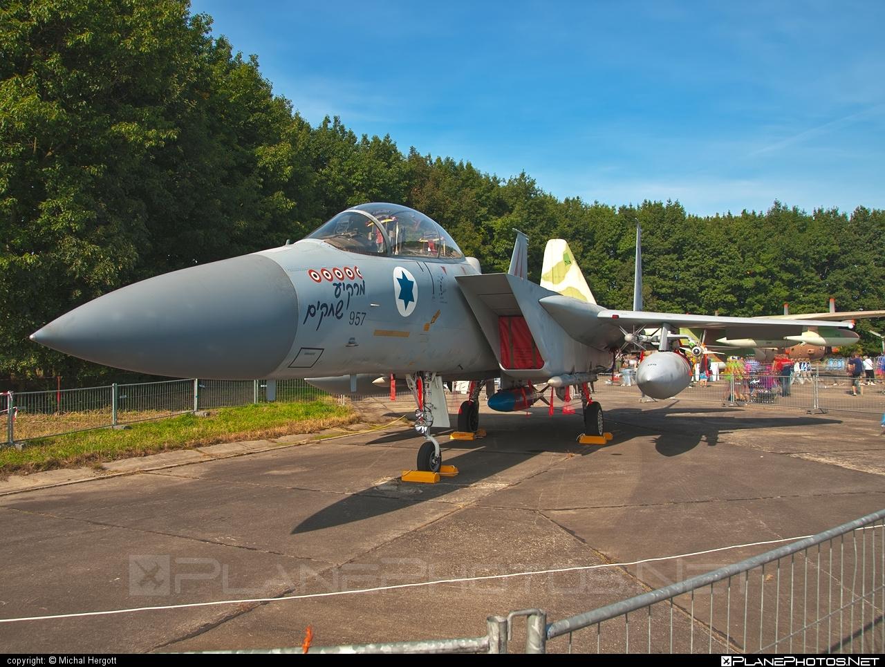 McDonnell Douglas F-15D Eagle - 957 operated by Zroa HaAvir VeHahalal (Israeli Air Force) #mcdonnelldouglas #natodays #natodays2011