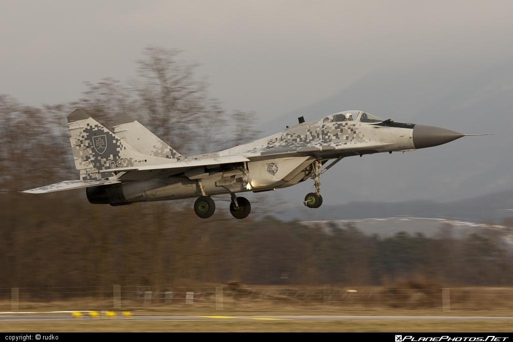 Mikoyan-Gurevich MiG-29AS - 0921 operated by Vzdušné sily OS SR (Slovak Air Force) #mig #mig29 #mig29as #mikoyangurevich #slovakairforce #vzdusnesilyossr
