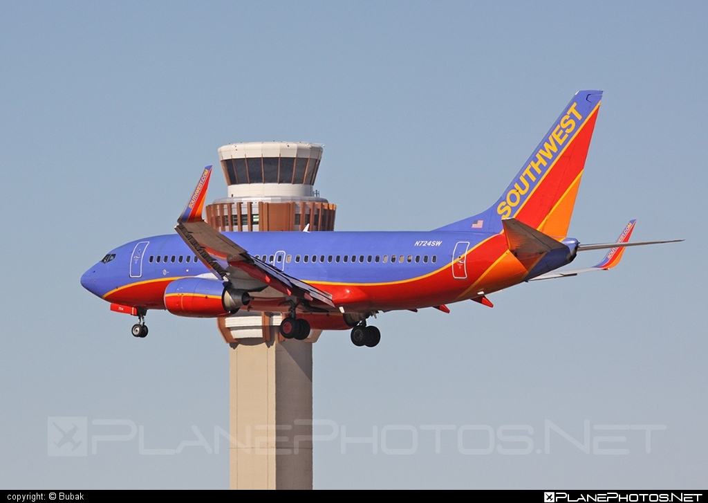 Boeing 737-700 - N724SW operated by Southwest Airlines #b737 #b737nextgen #b737ng #boeing #boeing737 #southwestairlines