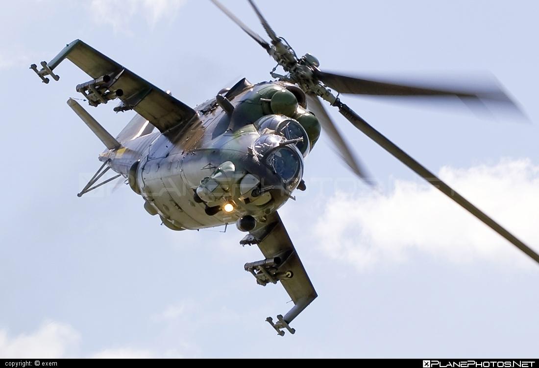 Mil Mi-24V - 0927 operated by Vzdušné sily OS SR (Slovak Air Force) #mi24 #mi24v #mil #mil24 #mil24v #milhelicopters #slovakairforce #vzdusnesilyossr