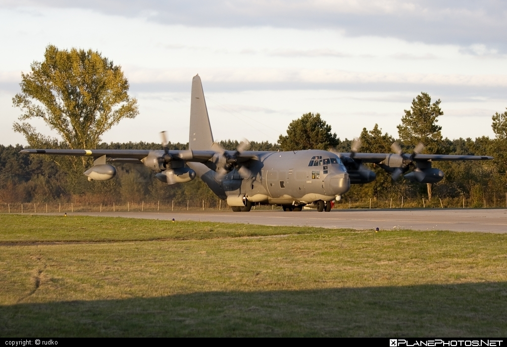 Lockheed MC-130P Combat Shadow - 65-0992 operated by US Air Force (USAF) #lockheed #usaf #usairforce