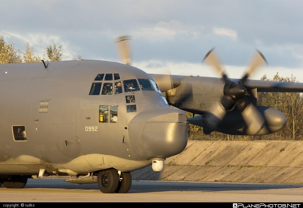 Lockheed MC-130P Combat Shadow - 65-0992 operated by US Air Force (USAF) #lockheed #usaf #usairforce