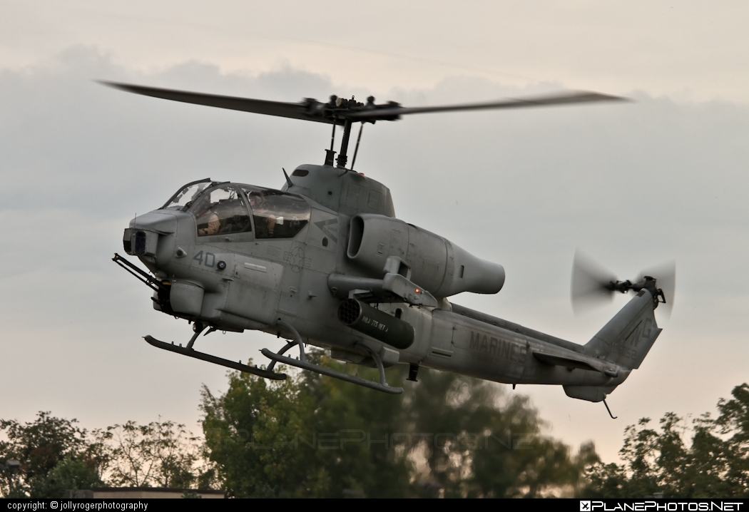Bell AH-1W Super Cobra - 165052 operated by US Marine Corps (USMC) #bell #bellhelicopters