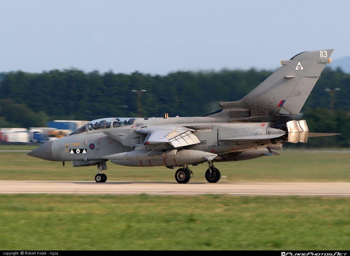 Panavia Tornado GR.4 - ZD890 operated by Royal Air Force (RAF) #natodays #natodays2009 #panavia #panaviatornado #raf #royalairforce #tornadogr4