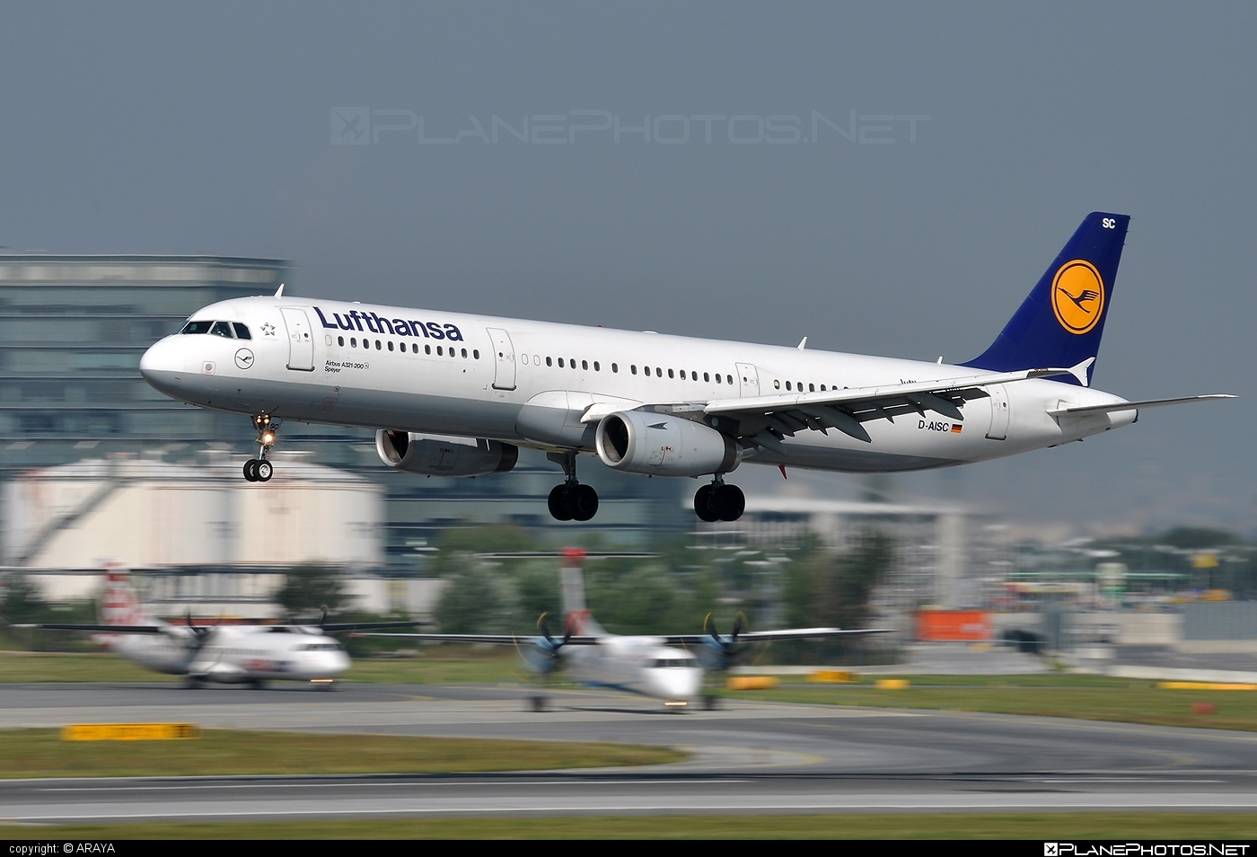 Airbus A321-231 - D-AISC operated by Lufthansa #a320family #a321 #airbus #airbus321 #lufthansa