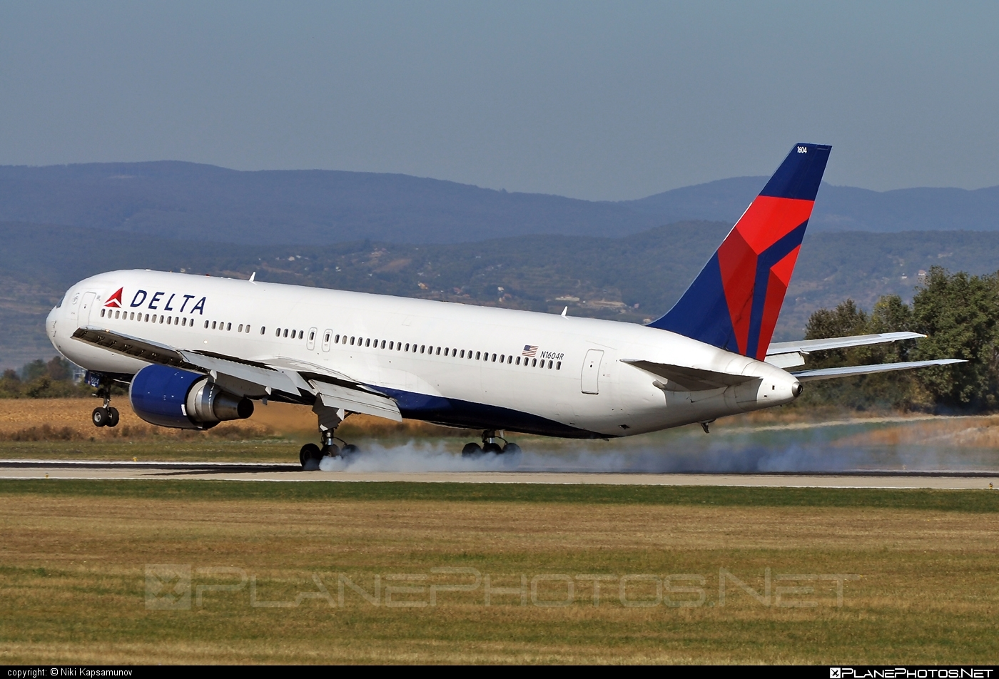 Boeing 767-300ER - N1604R operated by Delta Air Lines #b767 #b767er #boeing #boeing767 #deltaairlines