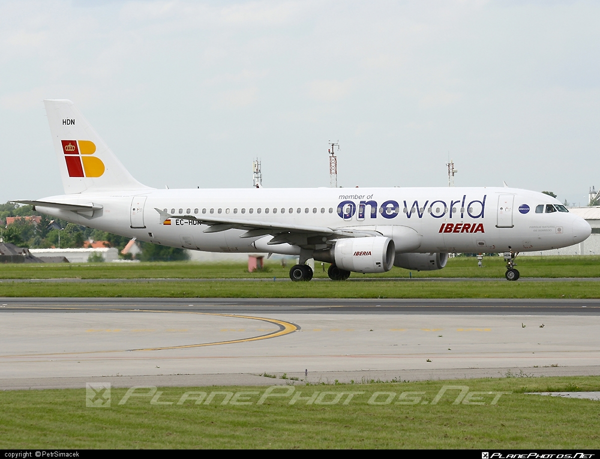 Airbus A320-214 - EC-HDN operated by Iberia #a320 #a320family #airbus #airbus320 #iberia #oneworld