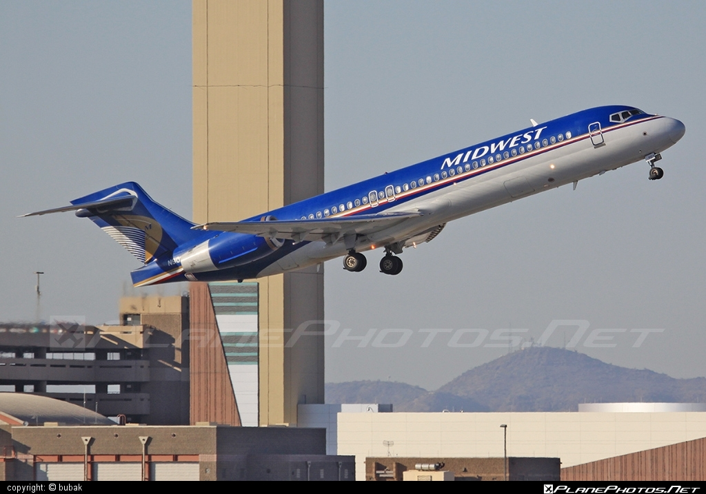Boeing 717-200 - N909ME operated by Midwest Airlines #b717 #boeing #boeing717