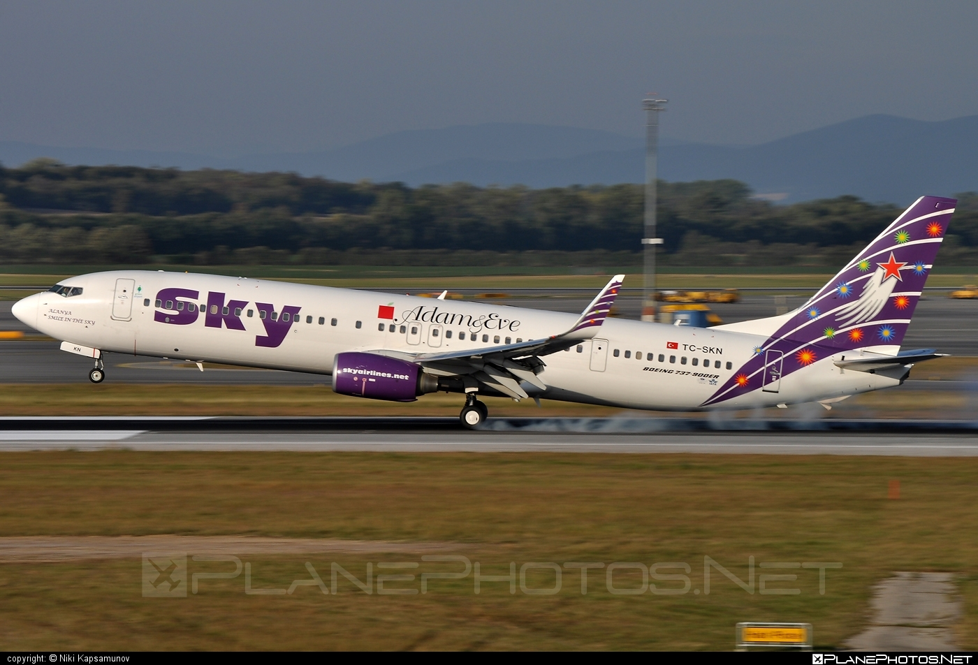 Boeing 737-900ER - TC-SKN operated by Sky Airlines #b737 #b737er #b737nextgen #b737ng #boeing #boeing737 #touchdown
