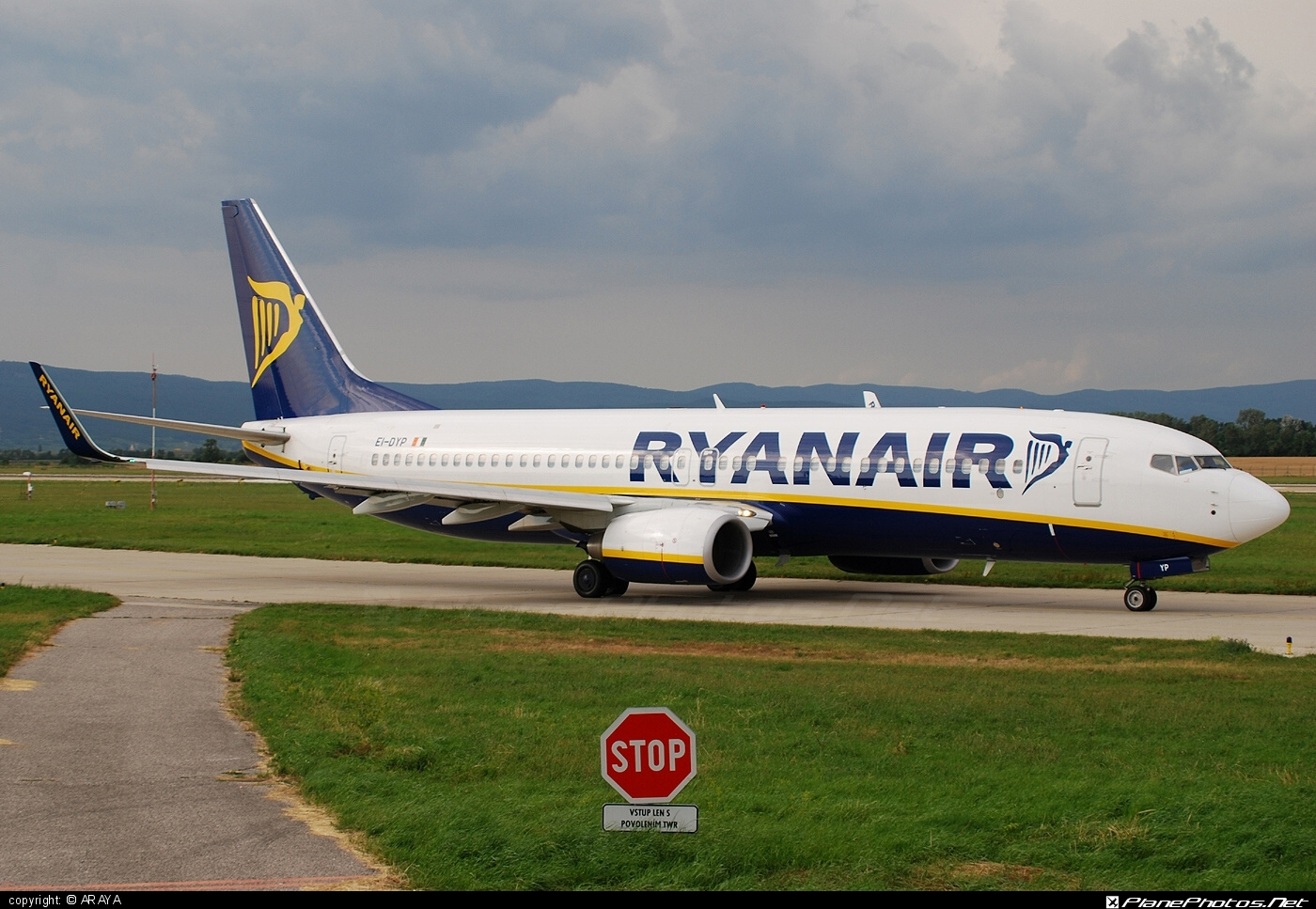 Boeing 737-800 - EI-DYP operated by Ryanair #b737 #b737nextgen #b737ng #boeing #boeing737 #ryanair